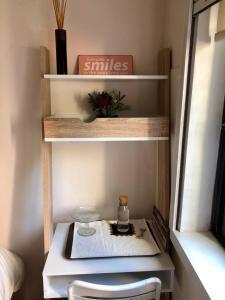 A kitchen or kitchenette at Oporto Garden House - Annex bedroom