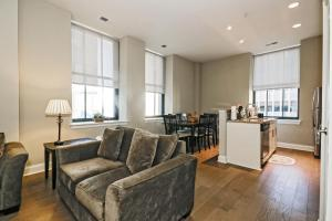 A seating area at Chase at Appraisers