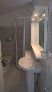 A bathroom at Flat358
