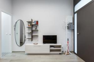 A television and/or entertainment center at Beautiful Apartment 20 minutes from city center