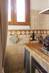 A kitchen or kitchenette at Bright and Beautiful apartment