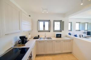 A kitchen or kitchenette at THEROS FIVE - VAGIA BEACH