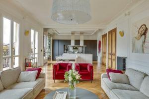 O zonă de relaxare la Luxuous Penthouse front of Eiffel Tower and river