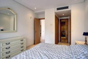 A bed or beds in a room at Luxury Apartment Alcazaba Beach