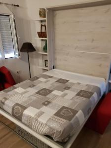 A bed or beds in a room at Flamingo's Apartment