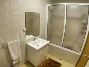 A bathroom at Apartamento Araújo