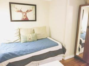 A bed or beds in a room at Whistler Innsbruck Condo