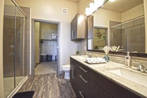 Brand New Corporate Apt Downtown/Uptown/DeepEllum 욕실
