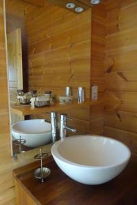 A bathroom at l'Airelle