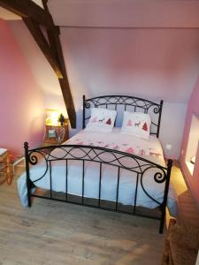 Un ou plusieurs lits dans un hébergement de l'établissement Au Petit Jardin