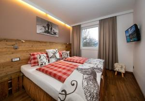 A bed or beds in a room at Appartement Living Schönwies