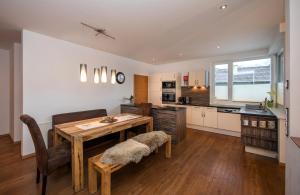 A kitchen or kitchenette at Appartement Living Schönwies