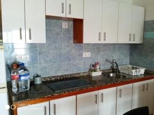 A kitchen or kitchenette at Apartamento Caleta Caballo