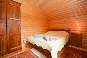A bed or beds in a room at Villa Oleksy