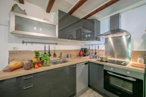 A kitchen or kitchenette at Appartement Seracs 2