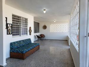 Entire first-floor house 9 minutes from Airport