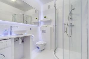 A bathroom at Apartamenty Silver