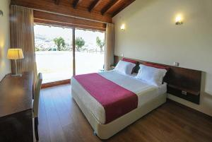A bed or beds in a room at Agrelo Villa Sleeps 6 Air Con WiFi