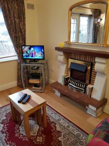 A television and/or entertainment center at Halfpenny Bridge Holiday Homes - Garden