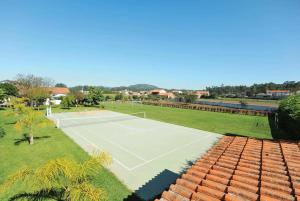 Tennis and/or squash facilities at Fonte Coberta Villa Sleeps 10 Air Con WiFi or nearby