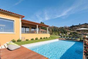 The swimming pool at or near Calheiros Villa Sleeps 8 Air Con WiFi