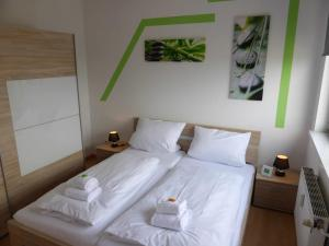 A bed or beds in a room at Apartments Schöneberg