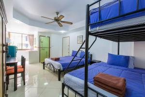 A bed or beds in a room at Patong Studio Apartments and Dormitory