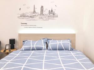 Кровать или кровати в номере Cozy home near Ben Thanh market