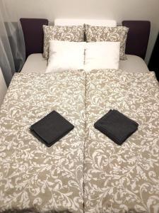 Кровать или кровати в номере ROSEWIND Apartments - Pitterova