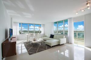 A seating area at Pelicanstay at Collins Ave Miami Beach