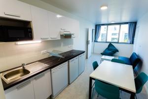 Cuisine ou kitchenette dans l'établissement CESAL