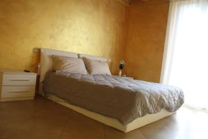 A bed or beds in a room at Palazzo Deodara