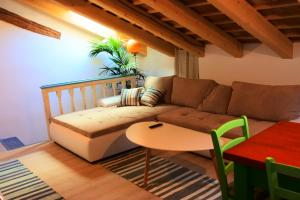 Ein Sitzbereich in der Unterkunft Apartments Jago