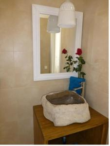A bathroom at Dúplex y Apartamentos St. Francesc