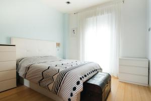 A bed or beds in a room at Apartment in Atocha with Private Terrace - 2BR 2BT