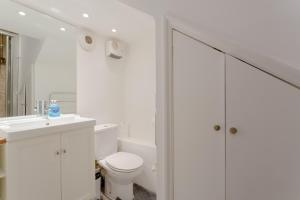 A bathroom at Central London Marylebone Studio