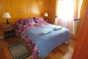 A bed or beds in a room at Departamentos Emanuel