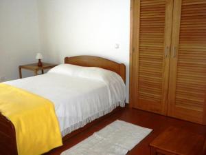 A bed or beds in a room at Casa da Aguada