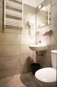 A bathroom at Expolis Residence - Rooms & Apartments