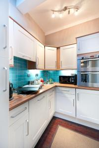A kitchen or kitchenette at Livingstone Place Apartment