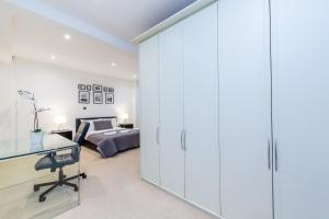 The fitness center and/or fitness facilities at Lux Apartment near Big Ben by City Stay London