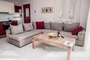 A seating area at Plagia's Sunset Apartments