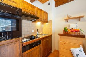 A kitchen or kitchenette at Chalet Résidence Chantey Mourry 6