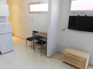 Uma televisão e/ou sistema de entretenimento em Estudios Cientouno