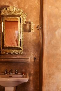 A bathroom at The Island Houses Gili Meno