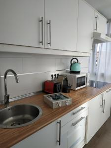 A kitchen or kitchenette at Centro Y Playa