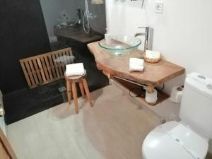 A bathroom at Casas da Quinta