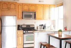 A kitchen or kitchenette at 1216 Suites 3B
