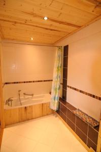 A bathroom at Hotel Le Very