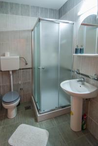 A bathroom at Apartments Raj